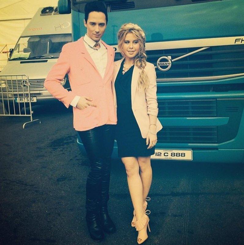 Johnny Weir and Tara Lipinski will critique fashion for the Oscars for Access Hollywood. (TaraLipinski/Instagram)