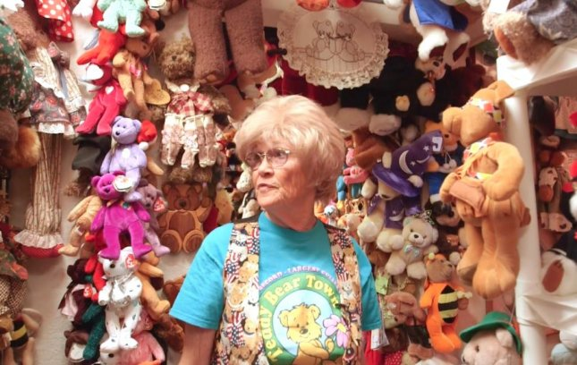 Jackie Miley, 68, has the world's largest teddy bear collection with 8,026 different stuffed bears. 