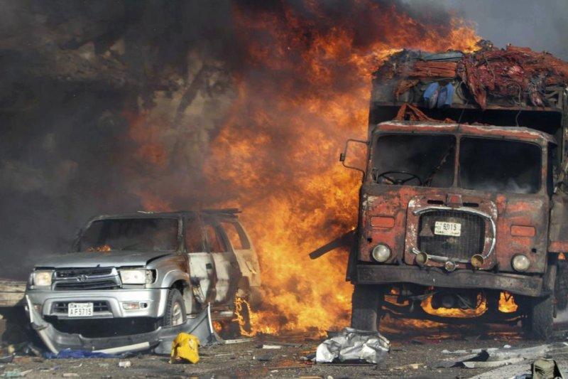Truck bomb kills more than two dozen in Mogadishu