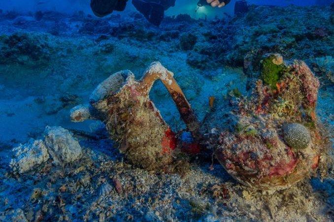 Scientists excavate Greek Antikythera shipwreck