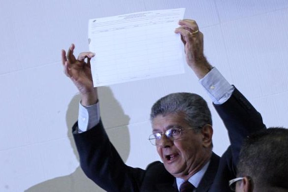 Venezuelan National Assembly President Henry Ramos Allup has criticized the ruling government of President Nicolas Maduro of attempting to sabotage efforts to collect nearly four million signatures for a petition seeking to create a recall referendum to oust Maduro from power. Allup was the first person to sign the petition. Photo courtesy of National Assembly