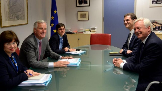 British Brexit secretary David Davis (R) meets with European Union negotiator Michel Barnier (second from left) on Monday in Brussels. Photo by Thierry Charlier/EPA