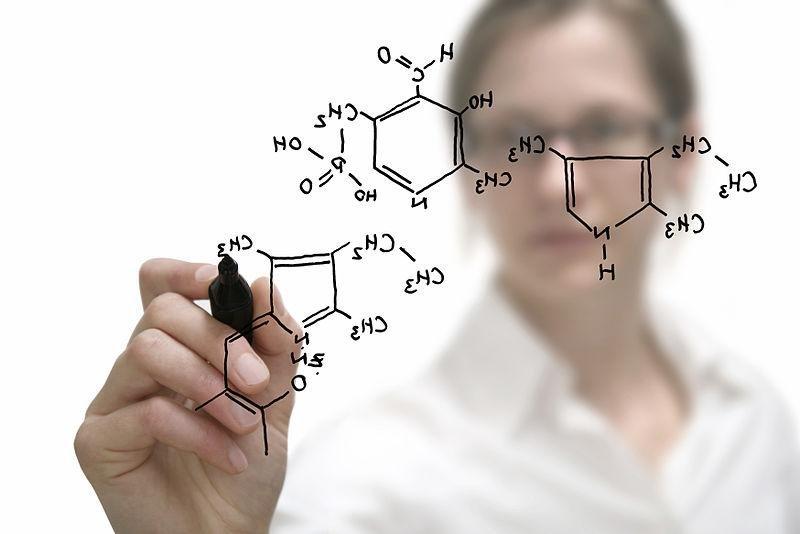 Female chemist. (PD/DARPA/Department of Defense)