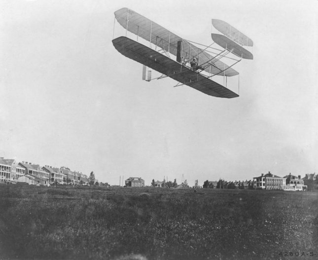 Orville Wright flying at Fort Myer, VA in September, 1908. Photo Photo by unknown/Records of the Office of the Chief Signal Officer