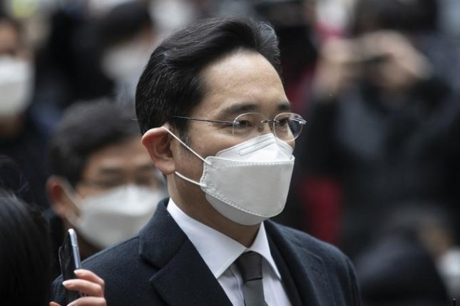 Samsung Electronics Vice Chairman Lee Jae-yong enters a Seoul court on January 18. He was imprisoned on the day as the court handed down 30-month prison term for a bribery charge. Photo by Jeong Byeong-hyuk/UPI News Korea