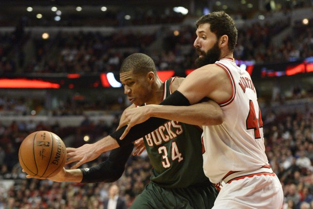 Chicago Bulls forward Nikola Mirotic (R) tries to knock the ball away from Milwaukee Bucks forward Giannis Antetokounmpo. Photo by Brian Kersey/UPI