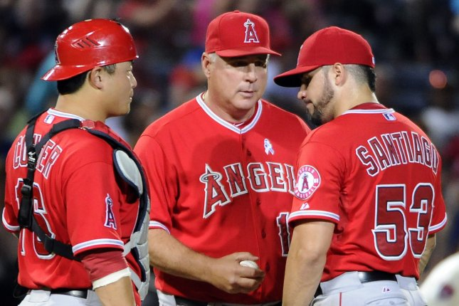 Los Angeles Angels manager Mike Scioscia (C) relieves starting pitcher Hector Santiago (53) as catcher Hank Conger watches during the sixth inning against the Atlanta Braves at Turner Field in Atlanta, June 15, 2014. UPI/David Tulis