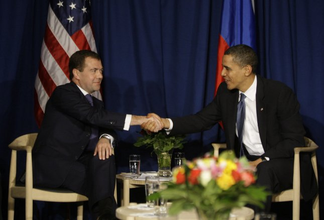 Obama, Medvedev sign nuclear arms treaty