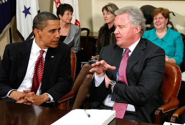 U.S. President Barack Obama (L) talks to GE CEO Jeffrey Immelt (R) during a meeting with members of his Economic Recovery Advisory Board in the Roosevelt Room of the White House on May 20, 2009 in Washington. The meeting was to focused on energy and green jobs. (UPI Photo/Alex Wong/POOL)