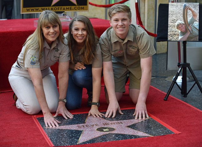 Bindi, Terri Irwin remember Steve Irwin on 14th anniversary of his death