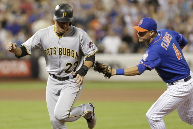 New York Mets Wilmer Flores tags out Pittsburgh Pirates Jung Ho Kang. Photo by John Angelillo/UPI
