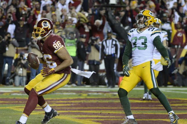 Washington Redskins tight end Jordan Reed (86) scores on a 24-yard pass in front of Green Bay Packers strong safety Micah Hyde (33) during the first half of their NFC Wild Card game at FedEx Field in Landover, Maryland, January 10, 2016. Photo by David Tulis/UPI
