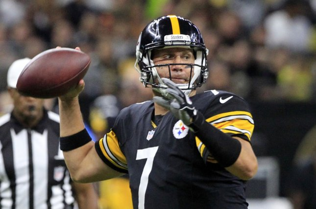 Pittsburgh Steelers Quarterback Ben Roethlisberger 7 Throws The Ball Down Field Against New Orleans Saints At Louisiana Superdome In
