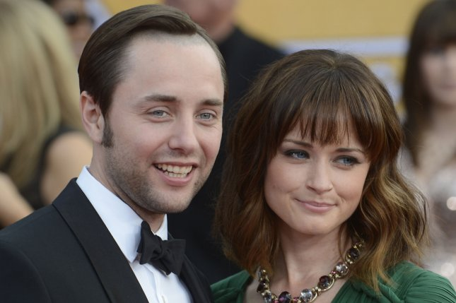 Actor Vincent Kartheiser (L) and actress Alexis Bledel arrive for the 19th Annual SAG Awards held at the Shrine Auditorium in Los Angeles on on January 27, 2013. UPI/Phil McCarten