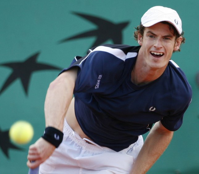 Andy Murray, shown in the recent French Open, has advanced to the third round of the Artois Championships in London.