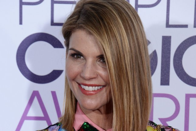 john stamos wishes tv wife lori loughlin happy birthday upi com