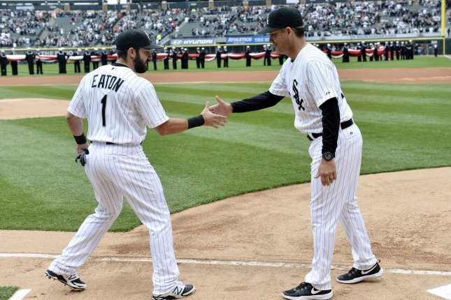 Chicago White Sox manager Robin Ventura (R) shakes hands with center fielder Adam Eaton. Photo by Brian Kersey/UPI