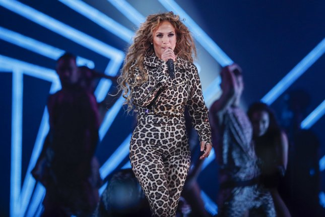 Jennifer Lopez Goes Big for Twins' Bday ... Tips Big Too!!!