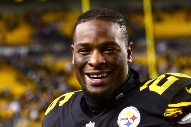 Pittsburgh Steelers running back Le'Veon Bell (26) is being recruited by new Philadelphia Phillies slugger Bryce Harper to join the Eagles. File Photo by Archie Carpenter/UPI