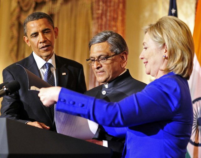 United States Secretary of State Hillary Rodham Clinton, right helps Foreign Minister S.M. Krishna of India, center, with his notes during a reception in the Minister's honor at at the State Department in Washington, D.C. on Thursday, June 3, 2010. U.S. President Barack Obama looks on from the left. UPI/Ron Sachs/Pool