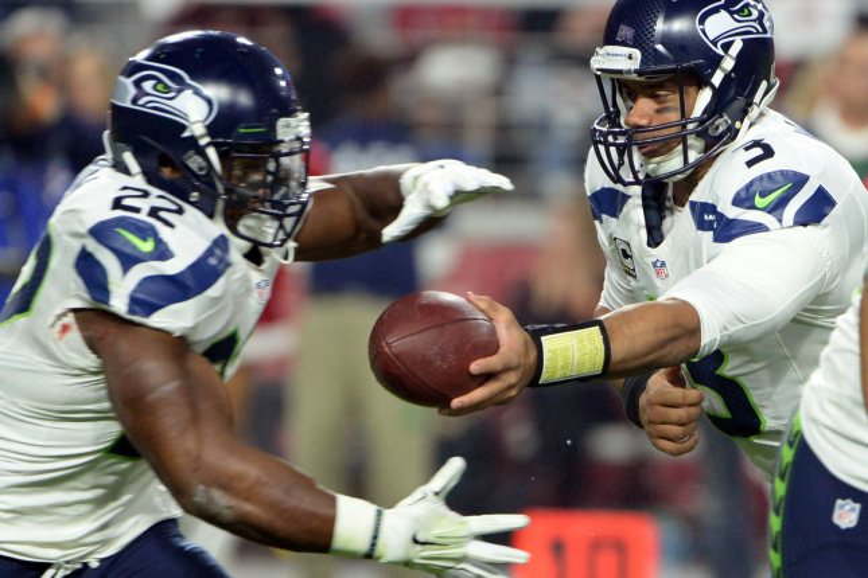 Seattle Seahawks quarterback Russell Wilson (R) hands off to running back Robert Turbin in the first quarter of the Seahawks-Arizona Cardinals game at the University of Phoenix Stadium in Glendale, Arizona December 21, 2014. UPI/Art Foxall