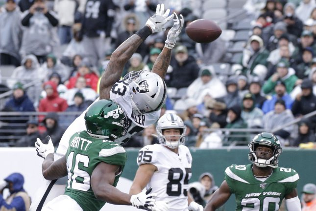 Oakland Raiders tight end Darren Waller (top) has 59 catches for 707 yards and three scores this season. Photo by John Angelillo/UPI