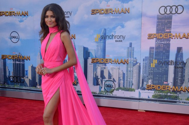 Zendaya Marisa Tomei Show Leg At Spider Man Homecoming
