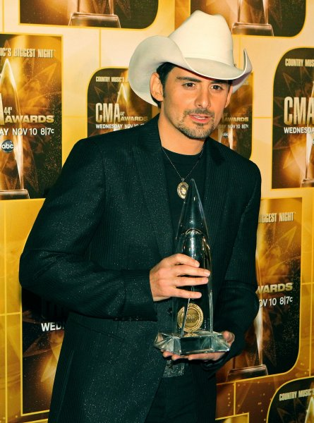 Brad Paisley poses with his Entertainer of the Year Award during the 44th Annual Country Music Awards in Nashville, Tennessee on November 10, 2010. UPI/Terry Wyatt