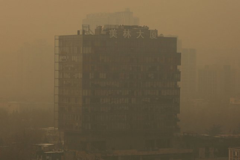 Beijing under three-day red alert as smog envelops city