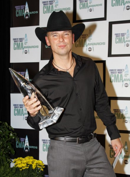 Kenny Chesney arrives in the press room with his award for Entertainer of the Year at the 42nd annual Country Music Association (CMA) awards in Nashville, Tennessee on November 12, 2008. (UPI Photo/Frederick Breedon IV)
