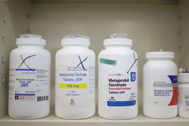Centrist Democrats propose scaled-back option to lower drug prices