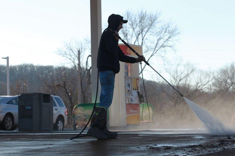 Gas at $3 per gallon could hurt U.S. economy