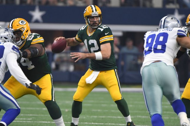 Green Bay QB Rodgers working out with rehabbing players