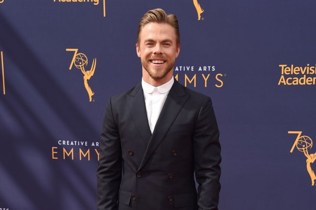 Nbc Christmas Specials 2019.Derek Julianne Hough To Star In Nbc Holiday Special Upi Com