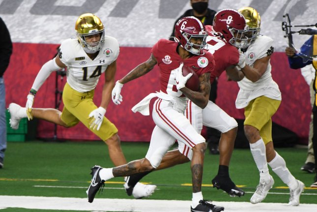 Alabama receiver DeVonta Smith (6) is the first wideout to win the Heisman since Michigan's Desmond Howard in 1991. Photo by Ian Halperin/UPI