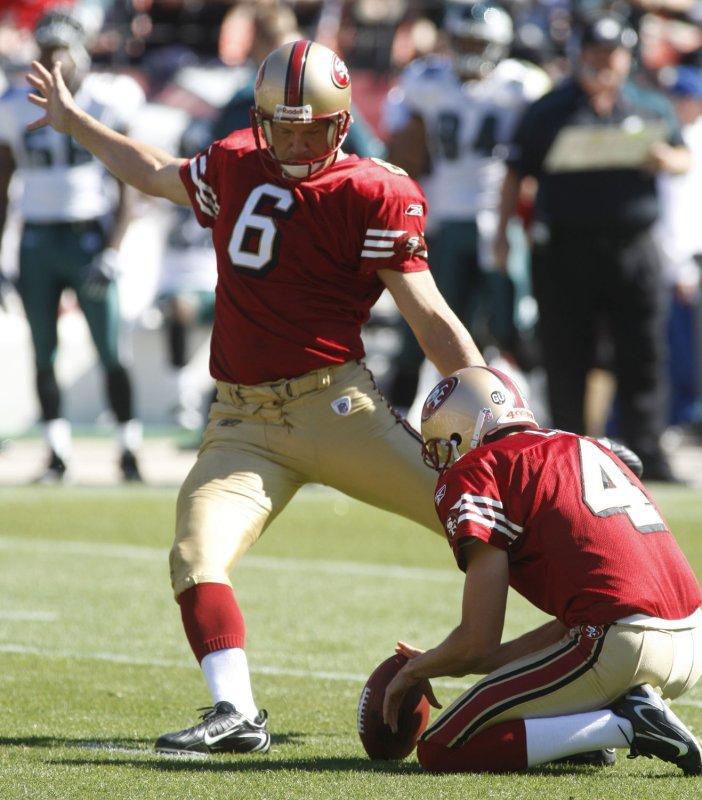 San Francisco 49ers kicker Joe Nedney (6) kicks a 32-yard-field goal against the Philadelphia Eagles at Candlestick Park in San Francisco, Oct. 12, 2008. (UPI Photo/Terry Schmitt)