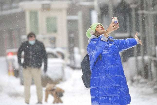 Fast-moving storm on way to Midwest, Northeast