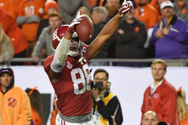 Tampa Bay signs first-round draft pick OJ Howard