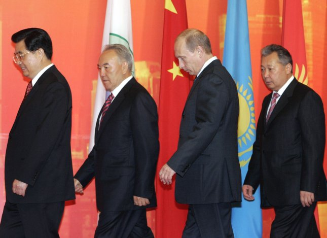 Chinese President Hu Jintao (L), Kazakhstan's President Nursultan Nazarbayev, Russian President Vladimir Putin (C) and Kyrgyzstan President Kurmanbek Bakiyev leave after a meeting at the Shanghai Cooperation Organization summit in Shanghai on June 15, 2006. After the session, Putin said that Iran is ready to enter negotiations on an offer by the U.N. powers to encourage Tehran to relinquish its nuclear fuel enrichment program. (UPI Photo/Anatoli Zhdanov)