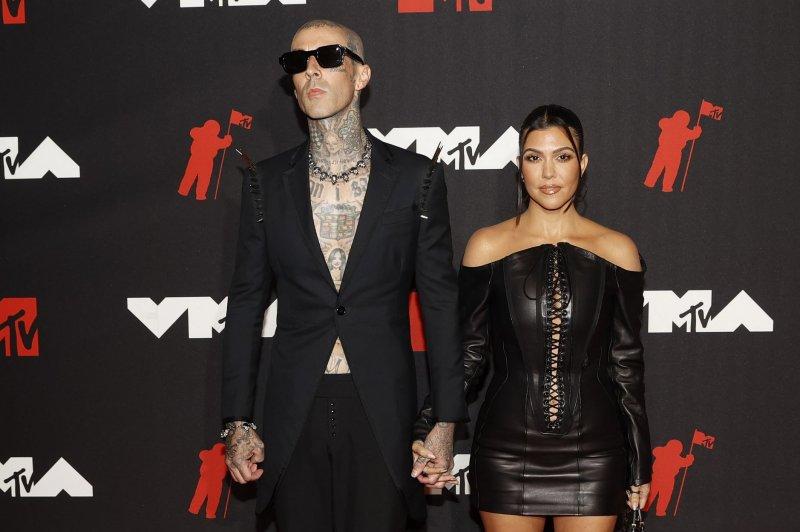 MTV VMAs: Kourtney Kardashian, Travis Barker make red carpet debut
