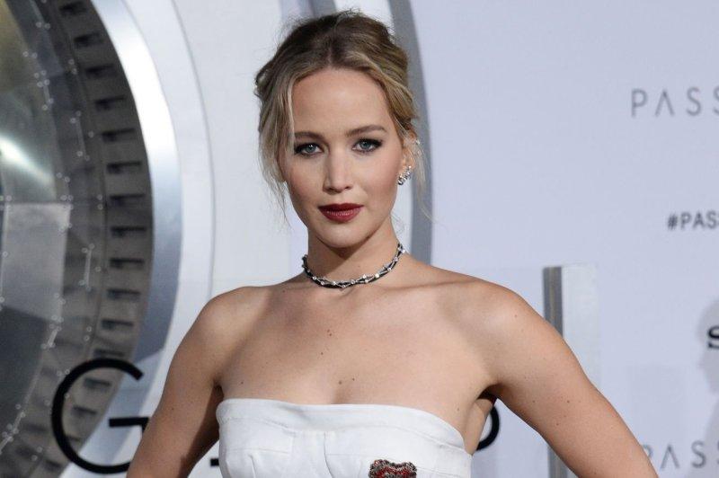 Jennifer Lawrence laug...