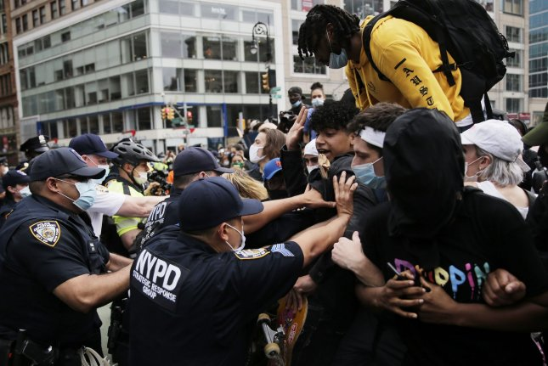 https://cdnph.upi.com/svc/sv/upi/1791590746556/2020/5/211a1af2c10e8749a6c2fdf7d21b700c/George-Floyd-protesters-rock-Minneapolis-for-third-night.jpg