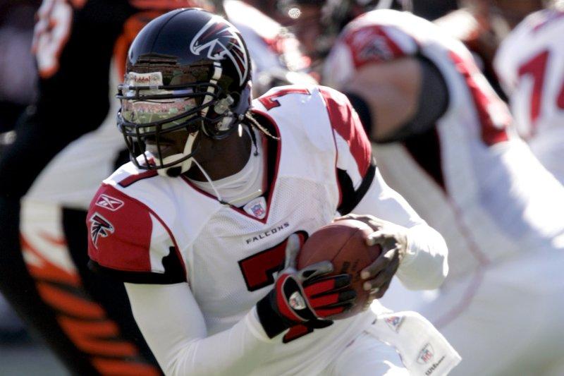 Former Atlanta Falcons quarterback Michael Vick (7) scrambles outside of  the pocket against the Cincinnati Bengals at Paul Brown Stadium in  Cincinnati. efe5e096c