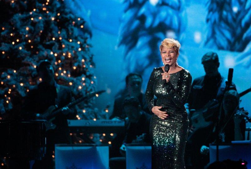 Mary J. Blige performs at the CMA Country Christmas at the Bridgestone Arena in Nashville, November 8, 2013. UPI/Terry Wyatt