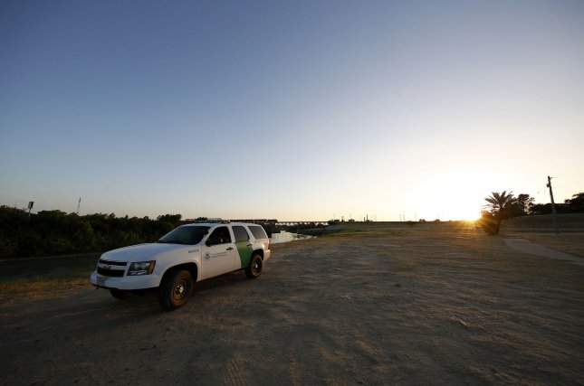 An immigrant smuggler who had been arrested 24 times, was sentenced to five years in prison of smuggling four non-U.S. citizens. Efrain Delgado-Rosales, 35, was arrested in November smuggling four undocumented immigrants. A U.S. Border Patrol agent watches the Rio Grande River at the U.S.-Mexico border in Laredo, Texas in 2015. Photo by Aaron M. Sprecher/UPI