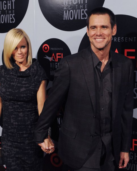 Actors Jim Carrey (R) and Jenny McCarthy arrive for Target Presents AFI Night at the Movies at the Arclight Cinerama Dome in Los Angeles on October 1, 2008. (UPI Photo/Jim Ruymen)