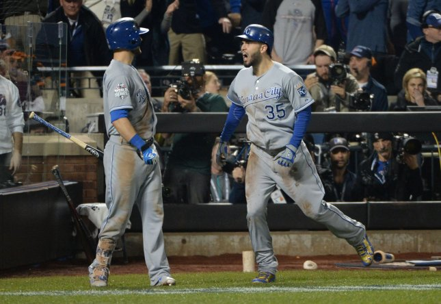 Kansas City Royals Eric Hosmer (35) celebrates with teammate Alex Gordon in a game against the New York Mets. Photo by Pat Benic/UPI