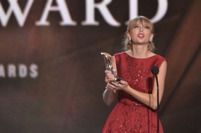 Taylor Swift looks upward as she is presented with the CMA Pinnacle Award for her benefit work during the 47th Annual Country Music Awards at Bridgestone Arena in Nashville on November 6, 2013. UPI/Kevin Dietsch