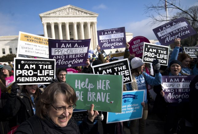 Supreme Court temporarily blocks Louisiana abortion clinic law