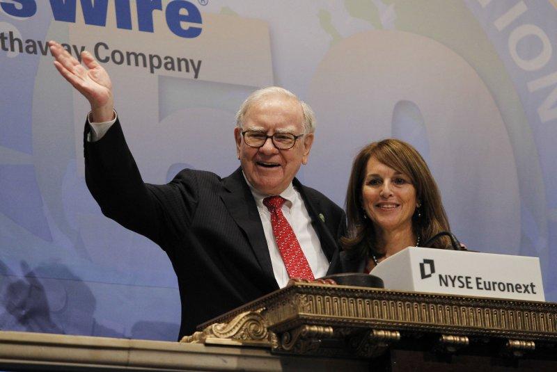 Warren Buffett said to be part of group seeking to buy Yahoo!